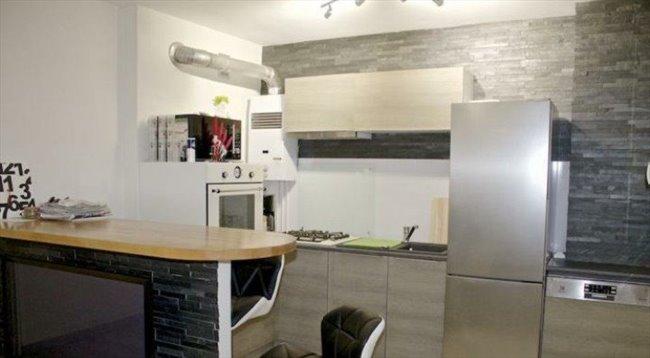 colocation saint cyr sur loire chambre louer pour une tudiante appartager. Black Bedroom Furniture Sets. Home Design Ideas