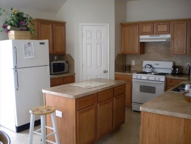 Room for rent in Mission Bend - Nice furnished bedroom in a nice 3/2/2 house in real nice area in Grand Mission/West Park tollway - Image 6