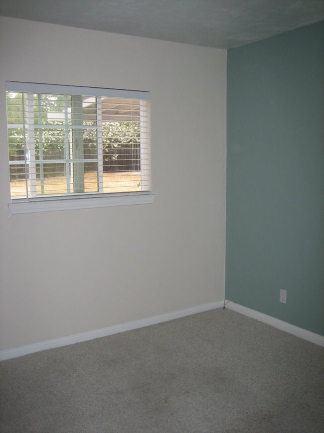 Room for rent in Moorpark - Cute 3 bedroom house, looking for a 3rd housemate - Image 2