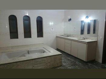 EasyQuarto BR - Alugo linda suite com banheiro com ducha e hidromassagem, Morumbi - R$ 2.000 Por mês
