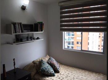 CompartoApto CO - Alquilo habitación con baño independiente, estancias cortas, Bogotá - COP$800.000 por mes