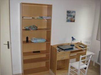 Appartager FR - Chambre meublé charges comprises et Wifi gratuit, Poisat - 380 € /Mois