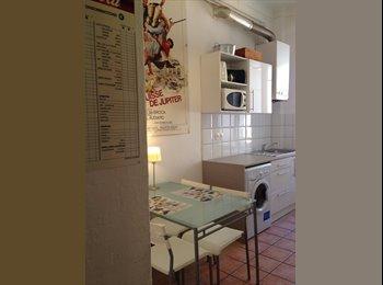 Appartager FR - chambre coloc prés du port, 400m du tram, Villefranche-sur-Mer - 530 € /Mois