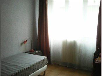 Appartager FR - colocation de quatre chambres, Bezons - 270 € /Mois