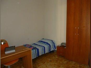 EasyStanza IT - affitto 3 stanze singole in appartamento, Maiano - € 320 al mese