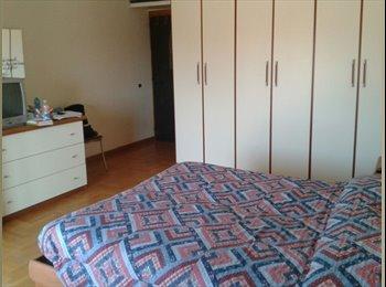 EasyStanza IT - FIUMICINO: camera matrimoniale bagno esclusivo, Fiumicino - € 400 al mese