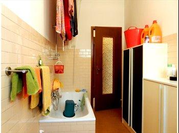 EasyStanza IT - Meravigliose stanze singole a San Vito, Trento - € 250 al mese
