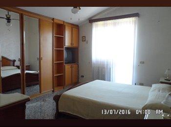 EasyStanza IT - stanza matrimoniale uso singola con balcone privato, Ostia-Fiumicino - € 400 al mese