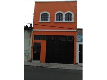 CompartoDepa MX - Se rentan cuartos para  varones a 10 min. del CUCEI  en ANALCO, Guadalajara - MX$2,100 por mes