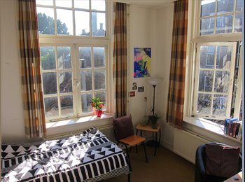 EasyKamer NL - (For International Students) A bright, quiet, furnished room with canal view, Leiden - € 470 p.m.