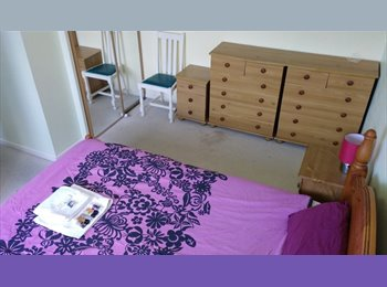 EasyRoommate UK - Huge rm Quiet clean h'share Lovely area 25min city, Barkingside - £420 pcm