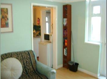 EasyRoommate UK - Single  Room - 2 MINS - BURGESS RD UNI, Bassett - £375 pcm