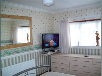 EasyRoommate UK - Quiet Road,with parking., Basildon - £500 pcm