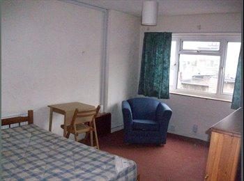EasyRoommate UK - Large single occupancy room in Headington, Lye Valley - £425 pcm