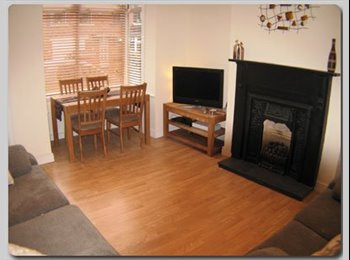 EasyRoommate UK - Double room in friendly Pudsey house share LS28, Pudsey - £365 pcm