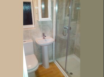 EasyRoommate UK - Lovely Bedroom with en-suite single occupant only, Upton Park - £650 pcm