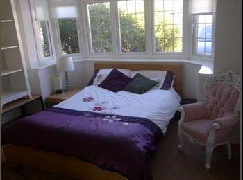 EasyRoommate UK - LUXURY VERY CLEAN MODERN SOCIAL HOUSE, Barkingside - £600 pcm