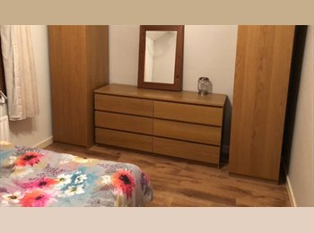 EasyRoommate UK - kingsize room ready!, Cosham - £380 pcm