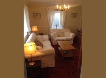 EasyRoommate UK - Large room in all-female house-share, Bath - £500 pcm