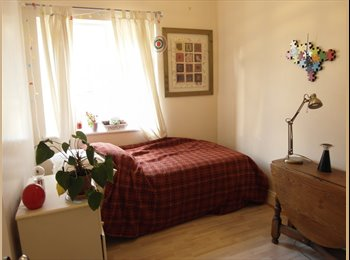 EasyRoommate UK - Double Room in Writer's Flat share - Near Sea-Front, Shops  &  Train Station - 200mb  Unlimite, Hove - £500 pcm
