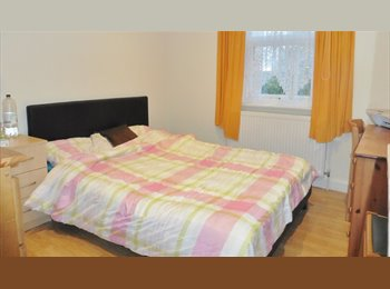 EasyRoommate UK - All professionals please. Or students, Cowley - £800 pcm