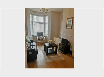 EasyRoommate UK - Rooms available in spacious 3 bedroom house, Wavertree - £280 pcm