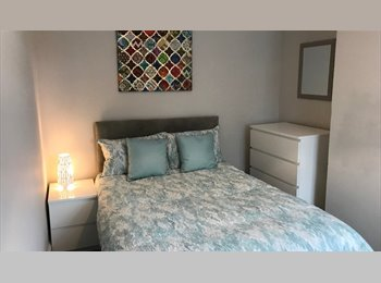EasyRoommate UK - Lovely double room ,close to city centre., Gloucester - £390 pcm