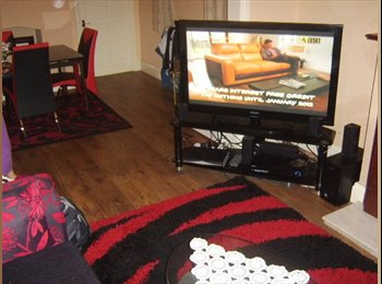 EasyRoommate UK - BEAUTIFUL DOUBLE ROOM CLOSE TO TRANSPORT, Salford - £400 pcm
