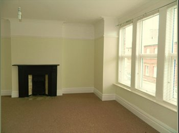 EasyRoommate UK - room to rent in popular area of whitley bay, North Shields - £400 pcm