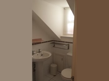 EasyRoommate UK - large double/twin ensuite room, Weymouth - £480 pcm