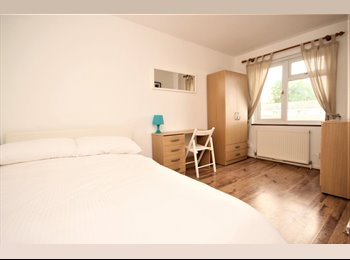EasyRoommate UK - ***Lovely Rooms to Let in Spacious Town House***, Basildon - £490 pcm