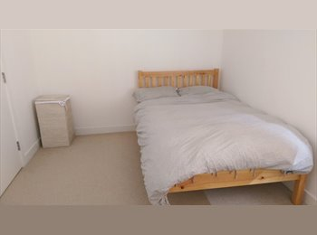 EasyRoommate UK - Modern build, 2 bedroom flat share, near train station, Petersfield - £600 pcm