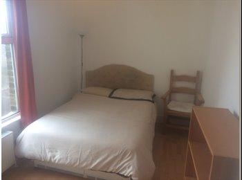 EasyRoommate UK - Comfortable & Redecorated Spacious Bedroom, Saint Ives - £450 pcm