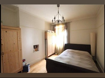 EasyRoommate UK - Clean, bright and spacious flat. 1 ROOM AVAILABLE!, Forest Hill - £700 pcm
