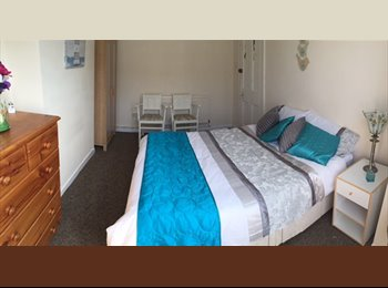 EasyRoommate UK - Clean light and modern,  LE3 West End, near town, Westcotes - £370 pcm