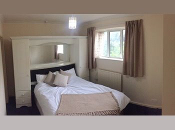EasyRoommate UK - Ideal House Share in Lewisham, single room available!, Ladywell - £450 pcm