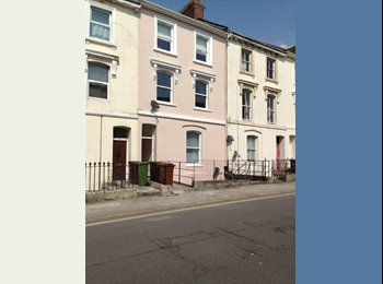 EasyRoommate UK - large room to let suit working/student , Plymouth - £400 pcm