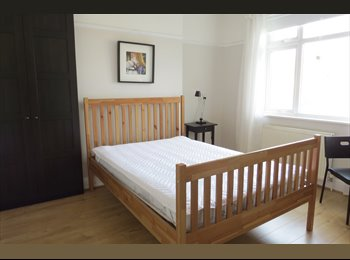 EasyRoommate UK - ***Large double bedroom *** Hither Green , Hither Green - £650 pcm
