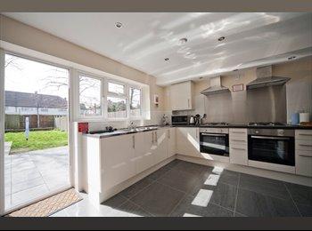 EasyRoommate UK - Spacious Double Rooms, Barkingside - £650 pcm