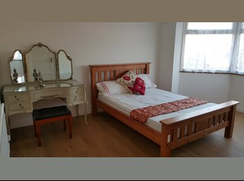 EasyRoommate UK - Clean and spacious rooms in a great area of Redbridge- Bills included!, Gants Hill - £595 pcm