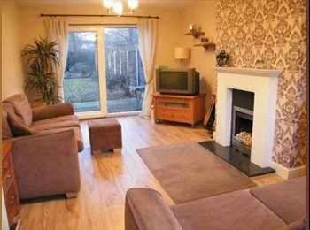 EasyRoommate UK - Double room available in spacious 3 bedroom house, Cheadle - £360 pcm