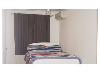 EasyRoommate UK - Double Room Available To Rent, Kingston Vale - £550 pcm
