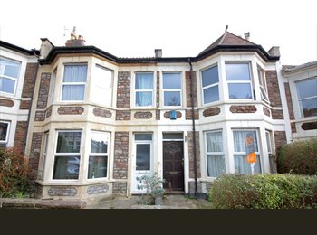 EasyRoommate UK - Great Location ! Doubles from £445; double Ensuite £550. Glos Rd, Horfield - £560 pcm