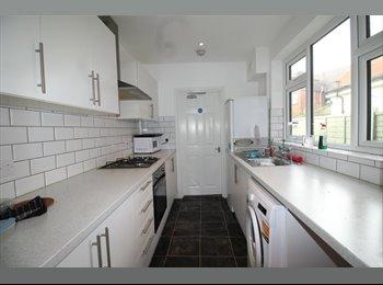 EasyRoommate UK - Double Room to Rent in Aston Road, Nuneaton, Nuneaton - £395 pcm