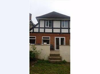 EasyRoommate UK - 2 rooms to rent, Bassett - £400 pcm