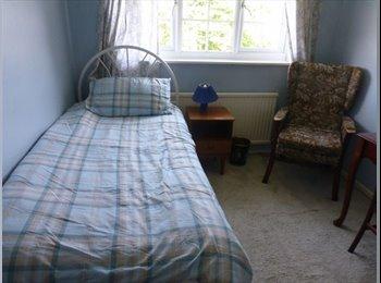 EasyRoommate UK - Fully Furnished Double Room, Talbot Village - £450 pcm