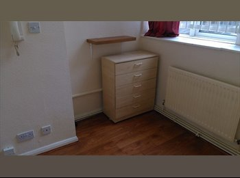 EasyRoommate UK - Excellent Location Single Studio Flat, Angel - £650 pcm