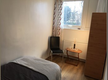 EasyRoommate UK - Professional House Share in Wood Green, Wood Green - £550 pcm