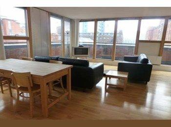 EasyRoommate UK - Ensuite bedroom available over summer , Castlefield - £500 pcm