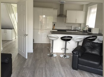EasyRoommate UK - 1 single bedroom  available from 19th march, Stoke Aldermoor - £350 pcm